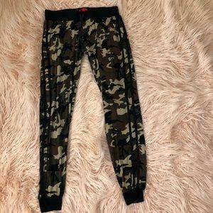 Hot Kiss Pants - Camo Joggers/Leggings